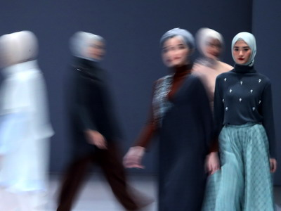 5 Inspirasi Gaya Bukber dari Jakarta Fashion Week 2021