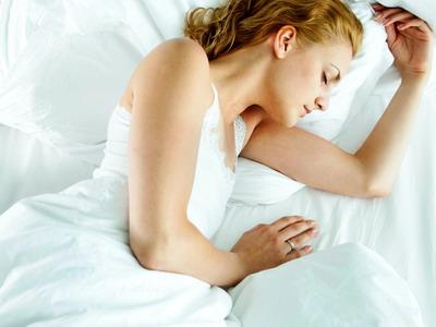 7 Tips Tidur Lebih Lelap untuk Wanita Matang