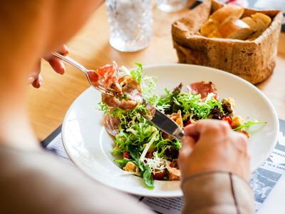 5 Tips Makan Siang yang Aman untuk Berat Badan