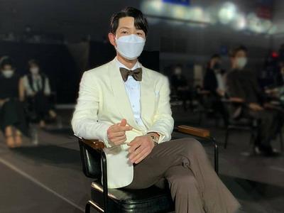10 Inspirasi Gaya Aktor Ganteng di Baeksang Arts Awards 2021