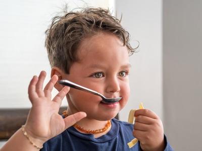 Komunikasi Salah dalam Mengajarkan Anak Makan Sayur