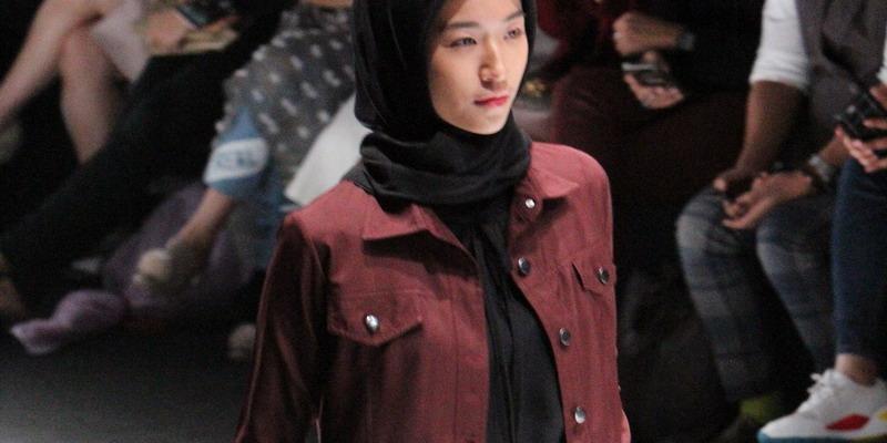 5 Inspirasi Gaya Kerja dengan Hijab dari Runway Jakarta Fashion Week 2019