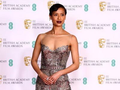 7 Gaya Glamor di BAFTA Awards 2021
