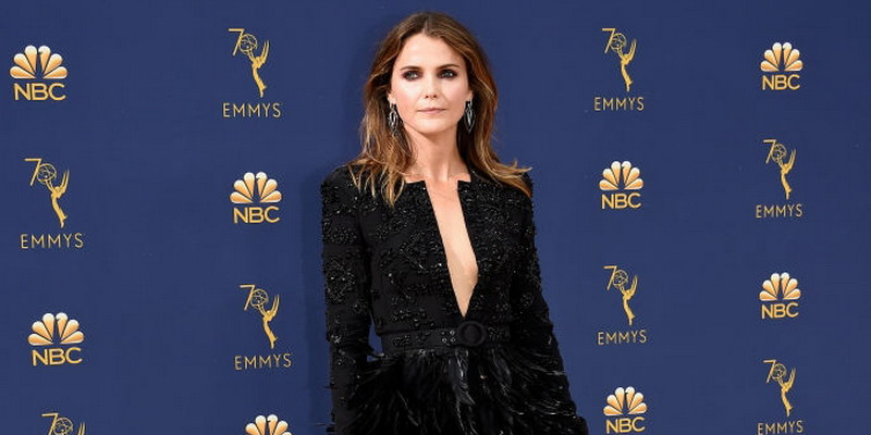 8 Gaya Glamor Berkilau dari Emmy Awards 2018