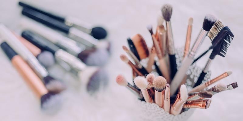 5 Cara Membuat Kuas Makeup Awet
