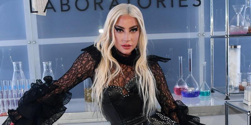 Eyeliner Kosmetik Lady Gaga Paling Laris