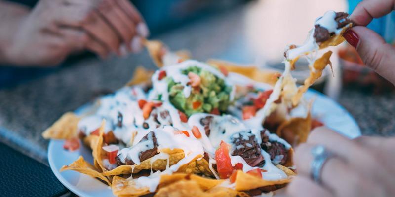 Ini Alasan Kenapa Anda Sebaiknya Berhenti Makan Pukul 8 Malam