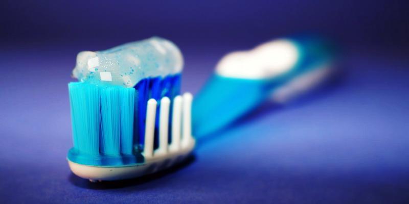 10 Cara Merawat Gigi Saat Puasa