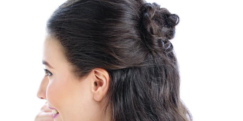 Tip Menata Rambut Half Updo untuk Sehari-hari