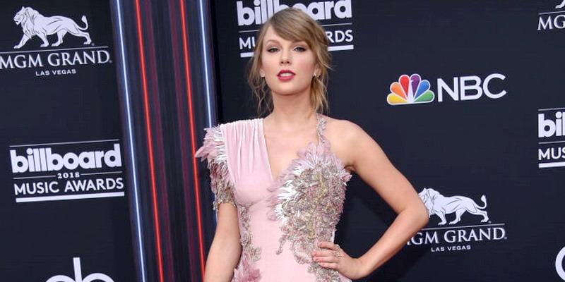 Parade Gaya di Karpet Merah Billboard Music Awards 2018