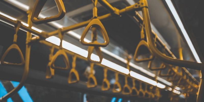 5 Hal yang Bisa Anda Lakukan tanpa Gadget dalam Perjalanan dengan Transportasi Umum