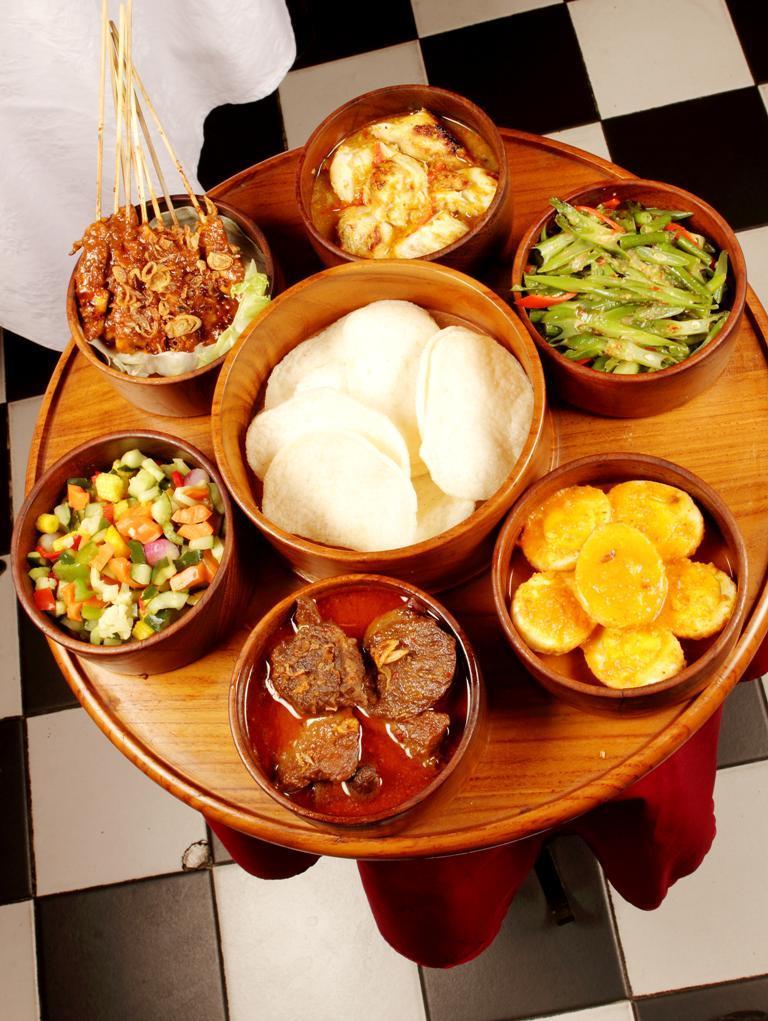 Oasis Restaurant Fine Dining Ala Indonesia